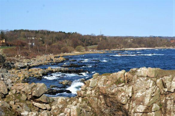 klippekysten ved stammershalle paa bornholm
