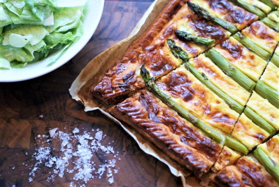 opskrift paa asparges taerte med salat og mormor dressing